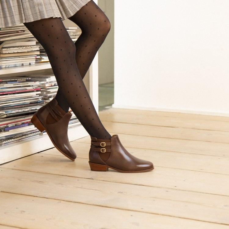 boots-flat-mid-heels-chesterfi2eld-l-attachante.jpg