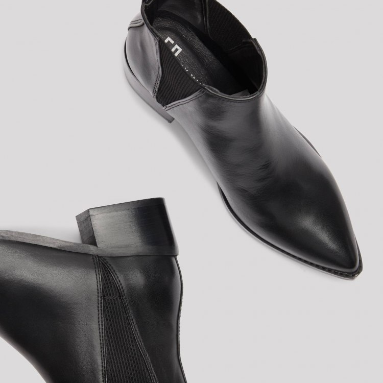 ula-black-boots2.jpg