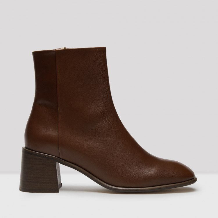 eeight-stina-camel-boots.jpg