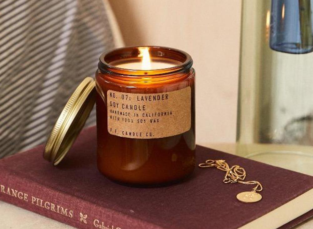 svicka-lavender-stredni-pf-candle-nila__2_orez.png